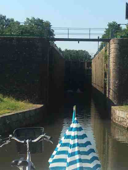 Entering deep Roanne Lock
