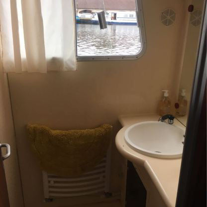 Aft Shower/Sink